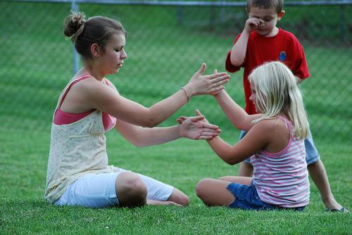 Çocuklarla el çırpma oyunları