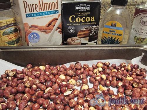 Ev yapımı sade ve kakaolu fındık kreması