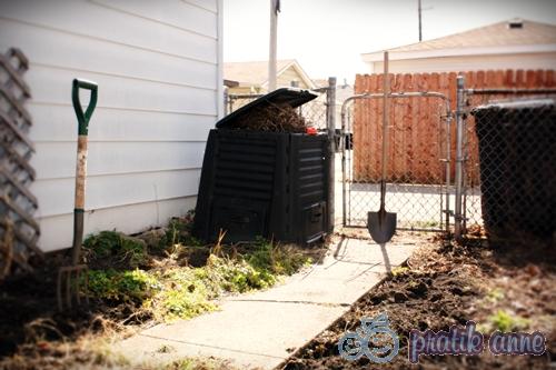 Sebze bahçesinin toprağını ekime hazırlamak