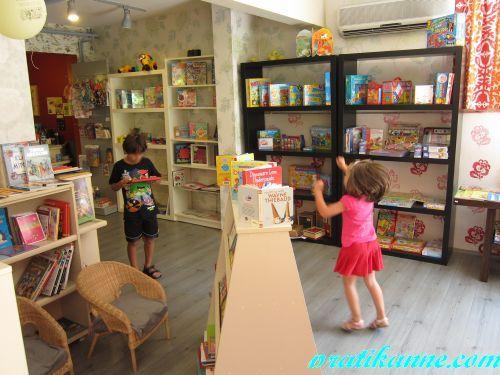 İyi Cüceler Kitap Evinde çocuk kitabı avı