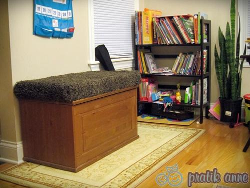 Oyuncak sandığından (ottoman) divan